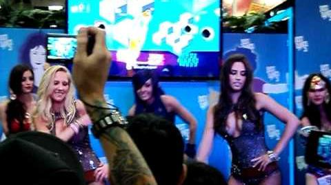 Hotties Comic Con 2011 - Just Dance 3 - rock anthem lmfao with Candance Bailey (1-07 mark)