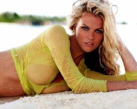 Brooklyn Decker | Just Go With It Wiki | FANDOM powered by Wikia