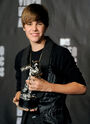 Justin Bieber holding MTV VMA award 2010