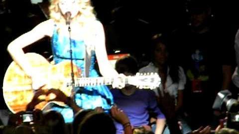 Justin Bieber at Taylor Swift Concert 8 27 09