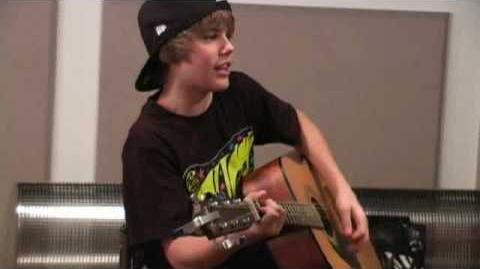 "Q100 Atlanta- Justin Bieber Performs ""Lonely Girl"""