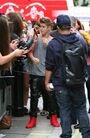 Justin Bieber gets mobbed by fans in London 4