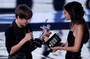 Justin Bieber accepts the best new artist award 2010