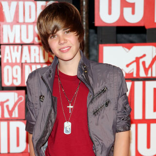MTV Video Music Awards Justin Bieber Wiki FANDOM Powered By Wikia - Justin bieber new hairstyle vma