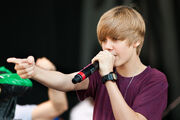 Justin Bieber singing at Easter Egg Roll 2010