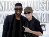 Justin Bieber and Usher at VMA's 2010