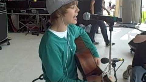 JUSTIN BEIBER SINGING HEARTLESS IN CANADA