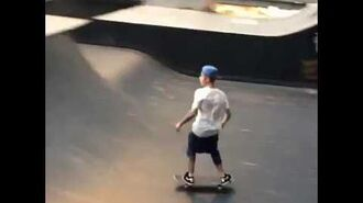 Justin Bieber does a 360 spin