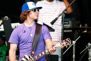 Dan Kanter playing guitar at Easter Egg Roll 2010