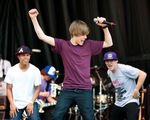 Justin Bieber singing at Easter Egg Roll, 5 April 2010