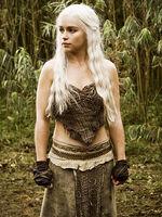 Daenerys-Targaryen-game-of-thrones-17085071-360-480