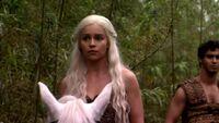 Daenerys-Targaryen-game-of-thrones-18214747-1280-720