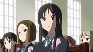 Mio worried about Sawako