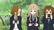 Tsumugi explains the tea ceremony