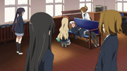 Yui sick in the clubroom