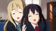 K-ON!! OP 1 - Mugi and Azusa laughing