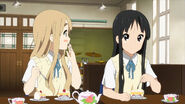 Mugi steals the strawberry