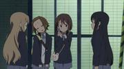 Yui calls Azusa
