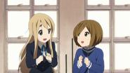 Mugi and Shizuka happy
