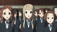 Mugi singing the school anthem