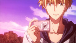 Usui taking photos