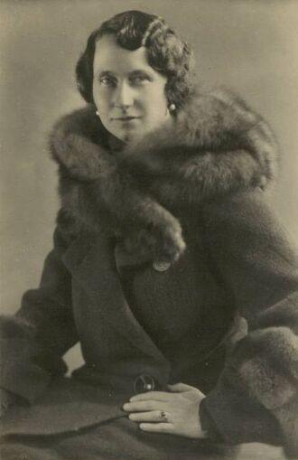 File:Viktoria Luise Profile.jpg