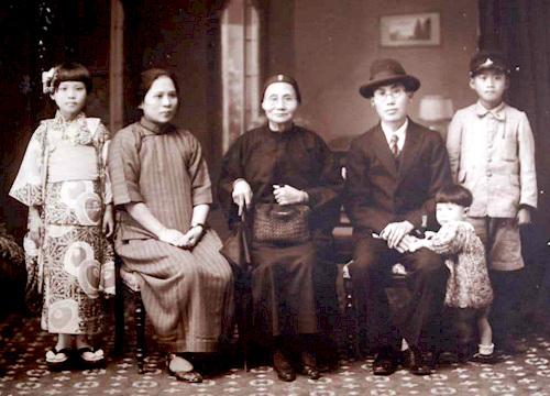 File:Chinese family.jpg