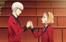 Itsuki holds Kaede hands
