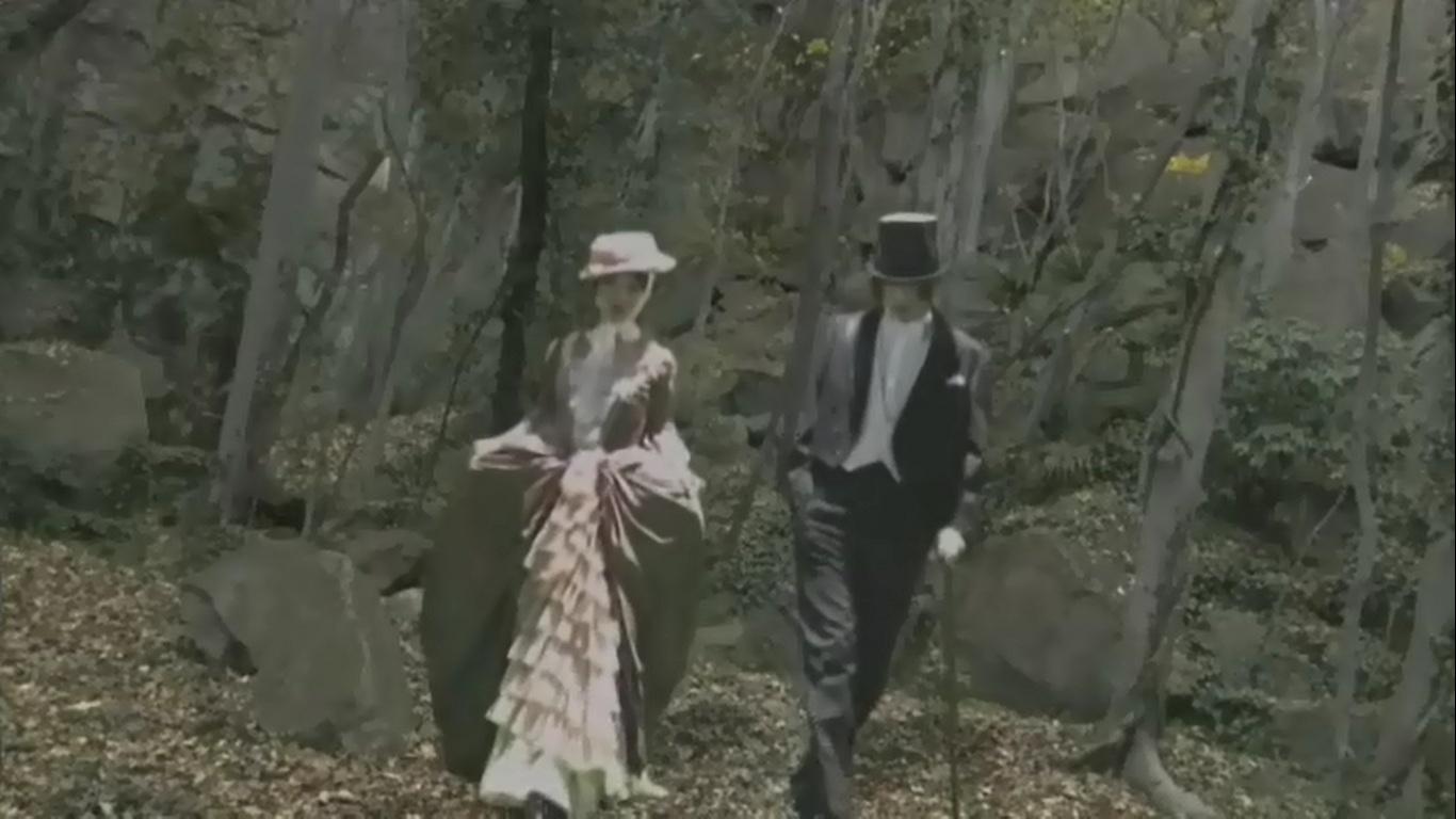 洋装の男女