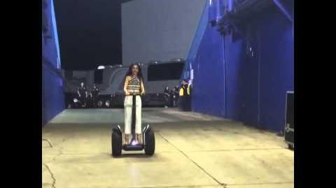 Camila Cabello backstage with Niall Horan!