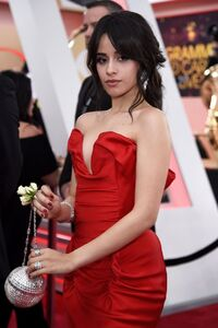 Camila Cabello on the red carpet at GRAMMYs 2018 (1)