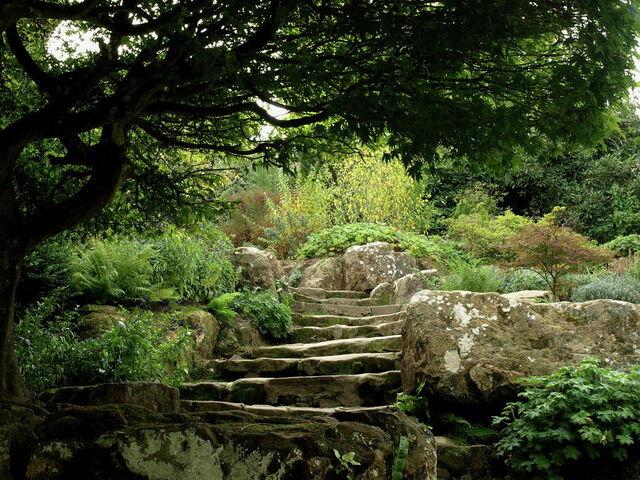 File:Hever-castle-garden-path-jeffrey-peterson.jpg