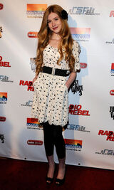Katherine+McNamara+Premiere+Disney+Channel+mhsJ7kEoWp3l-1-