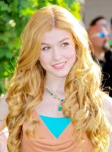 Katherine-mcnamara-long-blonde-romantic-curly-hairstyle-275-1-