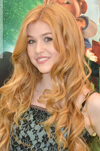 File:Katherine McNamara at Paranorman Premiere Universal City (August 05, 2012) 005-1-.jpg