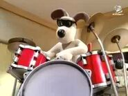 Gromit bagging the drums