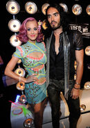 O-RUSSELL-BRAND-KATY-PERRY-900