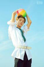 Renjun (We Young) 3