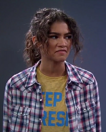 who plays the robot in kc undercover