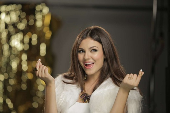 Victoria Justice Gold 2013 Photoshoot 04 560x373