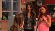 Victorious-2x03-Ice-Cream-For-Ke-ha-ariana-grande-21394260-1280-720