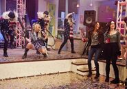 Victorious-ice-cream-for-kesha-02