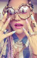 Kesha-crazy-kids-392x610