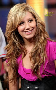 Ashley-tisdale-five-outfit-frenzy-20