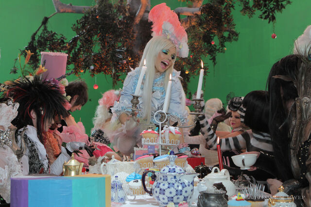 Archivo:Tea Party - Behind the Scenes (6).jpg