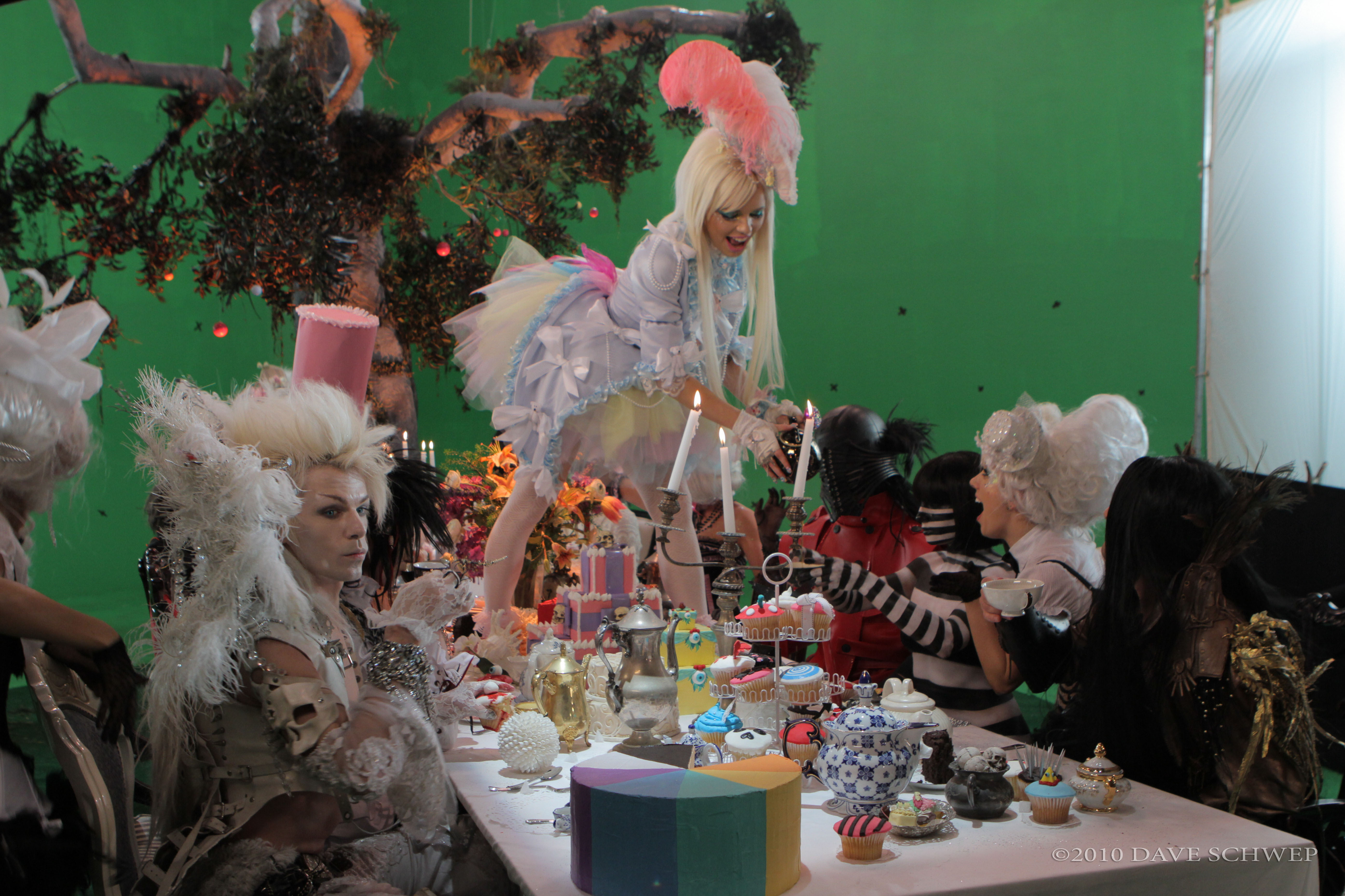 Archivo:Tea Party - Behind the Scenes (7).jpg