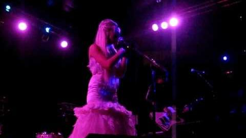 Kerli - Bulletproof (Live at Avalon)