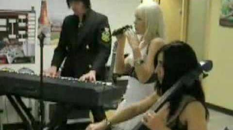 Kerli - Butterfly Cry (Live at xBox)