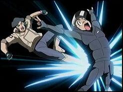 Kogoro combatiendo