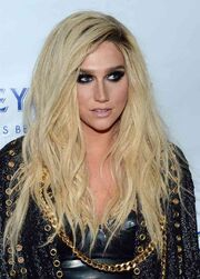 Kesha-long-wavy-cut3